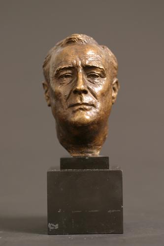http://images.crsculpture.com/www_crsculpture_com/davidson_FRANKLIN_D_ROOSEVELT_6067_11.jpg