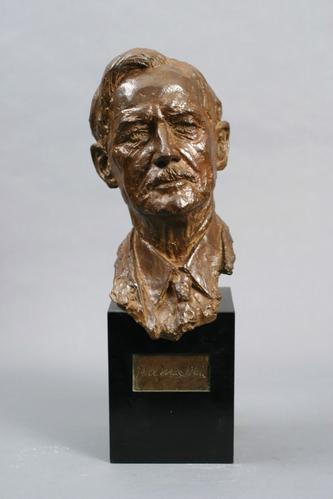 http://images.crsculpture.com/www_crsculpture_com/davidson_MACNIEL_front1.jpg